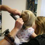 Prostownica – gładkie, ale zniszczone włosy